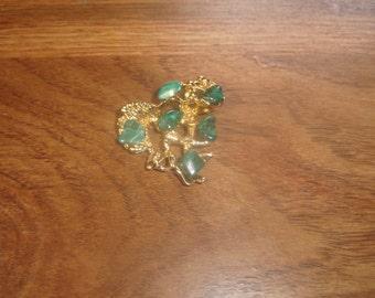 vintage pin brooch goldtone jade stones