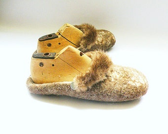 Felted slippers with natural beaver fur handmade slippers flip flop