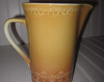 32 oz. handcrafted Pitcher Largo pattern Carefree Calypso China Syracuse Mustard Yellow Brown,charming,Shabby Chic,tabletop