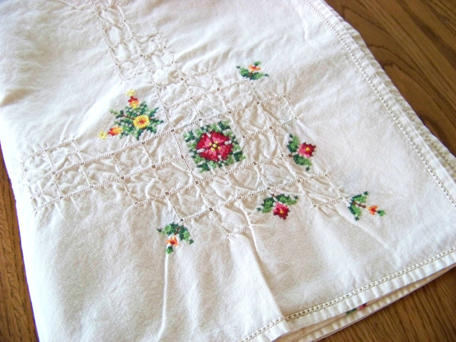 Embroidered floral tablecloth mint condition by doesmeadow
