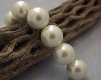 Large Glass Pearls Ivory White 15mm (4)
