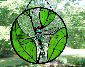 Dragonfly on Leaves 3D