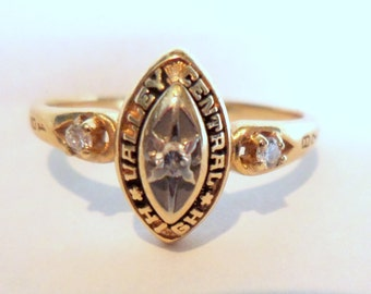 Ladies Woman Vintage 1987 Diamond and 14K Gold High School Ring Jewelry Accessories