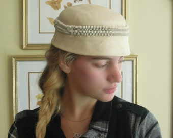 Vintage Edwardian Straw Hat / Moss and Cream Flower Beads / Hattie Carnegie Original / Cloche Hat