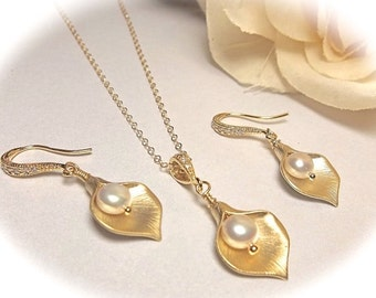 Gold Calla Lily necklace and earrings set - Freshwater pearls - Gold filled - Bridal jewelry - Bridesmaids gift - High quality - Top seller