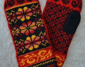 Norwegian Scandinavian hand crafted 100% Wool Mittens, folk art, Fair Isle, flower
