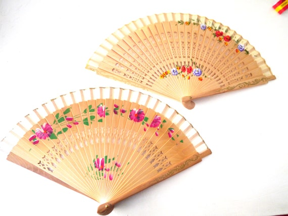 Items similar to two hand painted wooden spanish fan for Ventagli spagnoli in legno