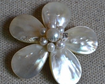 flower brooch,freshwater pearl brooch,shell brooch,wedding party,bridesmaid gift,pearl jewelry,pearl and shell brooch,handmade brooch