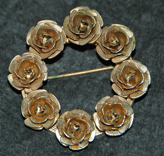 Vintage WREATH of ROSES BROOCH Brass Pin, Each Rose Individually Made and Attached to Brass, Excellent Condition -