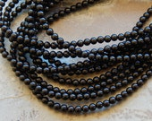 4mm A Grade Black Onyx Round Polished Gemstone Beads, 15.5 Inch Strand (INDOC88)