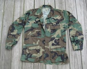 Size Medium vintage army woodland camouflage jacket
