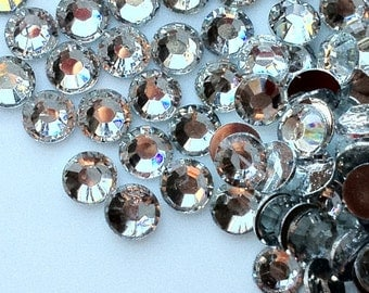 4 mm High Quality 14 Faceted Cut Resin Rhinestone Diamonds of different colors (.shg - 100)