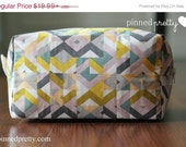 BLACK FRIDAY CYBER Monday Large Makeup and Cosmetic Bag in Lavender Cubism
