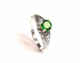 Chrome Diopside ('Russian Emerald'), 5.75mm x 0.80 Carat, Round Cut, Sterling Silver Ring