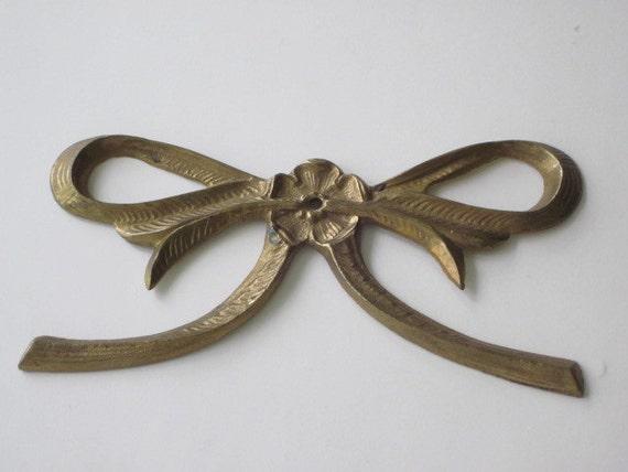 vintage brass decorative bow applique. Black Bedroom Furniture Sets. Home Design Ideas