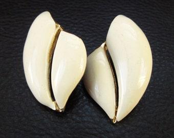 Cream enamel earrings, vintage abstract off white gold tone pierced earrings, 80s