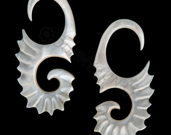 8G Pair Mother of Pearl Feather Bristle Gauged Earring Plugs Organic Body Piercing Jewelry 8 gauge