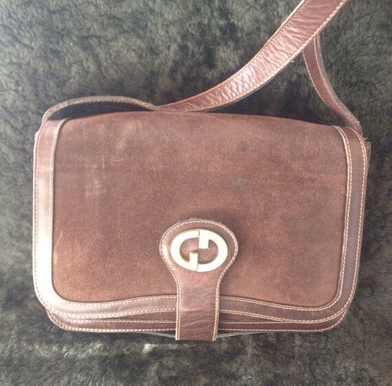 80s Vintage Gucci darkbrown suede leather shoulder purse with iconic GG charm. Rare unique shape Gucci bag for unisex use. TALON zipper