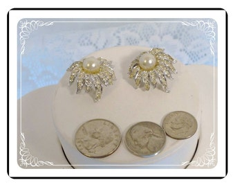 Sunflower Rhinestone Earrings - Vintage w Pearl Center   E827a-080712000