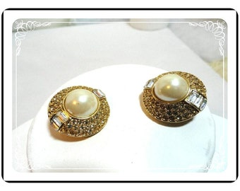 Oscar de LaRenta Earrings - Faux-Pearl  - Exquisite Vintage Clips  E506a-071812000