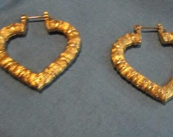 lightweight gold tone heart shaped pierced earrings