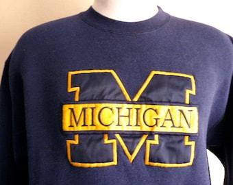 Go Wolverines vntg 90's University of Michigan varsity graphic sweatshirt navy blue crew neck fleece pullover embroidered applique gold logo