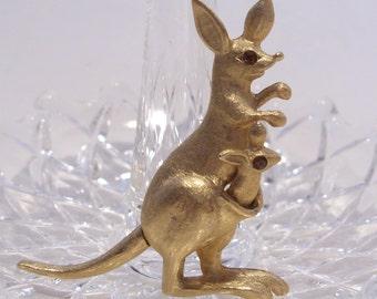 Avon Kangaroo Trembler Pin