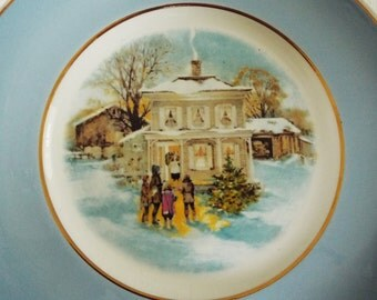 1970s Wedgwood Collectible Plate Made for Avon, Large, Christmas Carolers