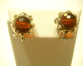 Vintage Root Beer Screw Back Earrings (9890)