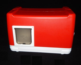 One Door Heated Outdoor Cat House, Cat Pod, Bunny Pod, Squirrel Pod, Pet Pod, Help outdoor pets stay alive and  warm Red
