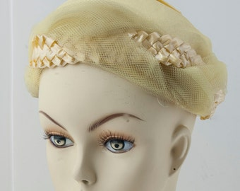 1960s yellow ladies hat w/ woven accents, braiding, and webbing. Easter bonnet
