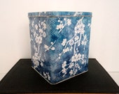 Vintage Daher Tin Blue White Cherry Blossom Hinged lid Asian Floral Made inEngland Storage container organizer