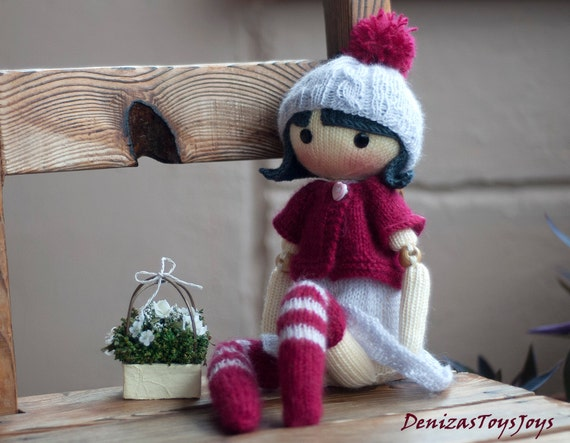 Mary. The Doll. pdf knitting pattern. Knitted round. Bead