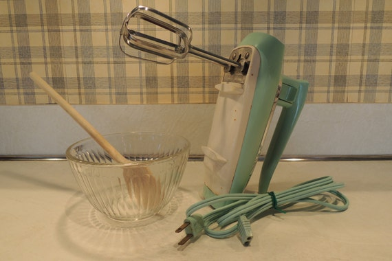 Vintage ge electric hand mixer turquoise 30m47 3 speed for Antique general electric mixer