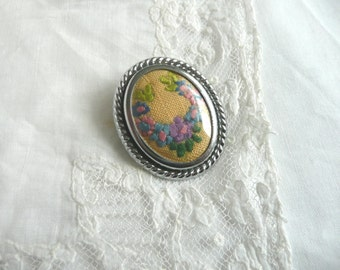 Vintage embroidered brooch - 1950s embroidered brooch - embroidered floral brooch - pink and purple embroidered brooch