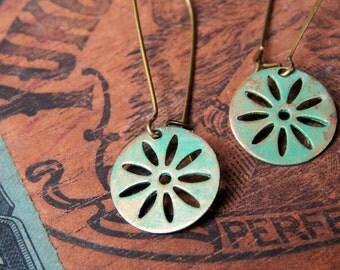 Brass earrings / brass flower earrings / daisy earrings / kidney wire earrings / rustic jewelry