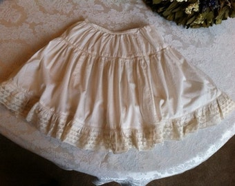 Ivory Colored Cotton Skirt With Lace Trim