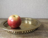 Round brass tray with pierced edge - Vintage serving tray