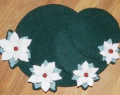 Poinsettia Round Decoration Mats - Woolfelt Penny Rug - E-Pattern