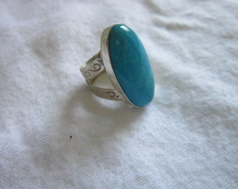Vintage Sterling Silver Engraved & Pretty Blue Stone Bold Ring Wow