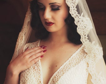 Amy. Lace edged tulle veil.
