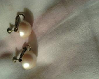 Vintage Marvella Screwback Earrings white