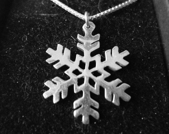 Snowflake necklace half dollar size w/sterling chain