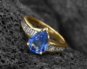 Vintage Tanzanite Ring, Tanzanite and Diamond Ring, Pear Cut Ring, Pear Cut Tanzanite Ring | 10203