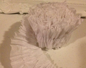 Ruffled crepe paper streamers - White