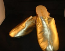 Vintage OOmphies Granada Classic Gold Leather Slippers/ Shoes (1980s) Size 8 (New Old Stock Return)