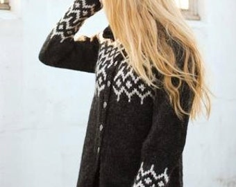Handknitted cardigan made of 100% icelandic wool