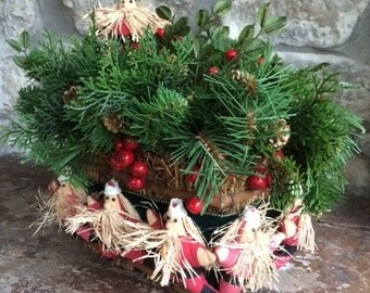 Christmas Table Basket with ring of Santas