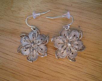 vintage sterling silver filigree flower earrings