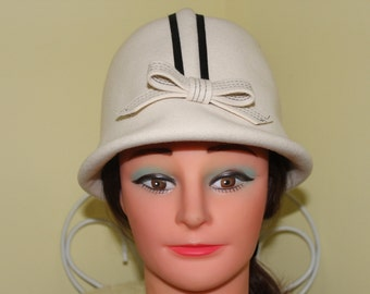 1960s off White and Black Felt Wool Hat